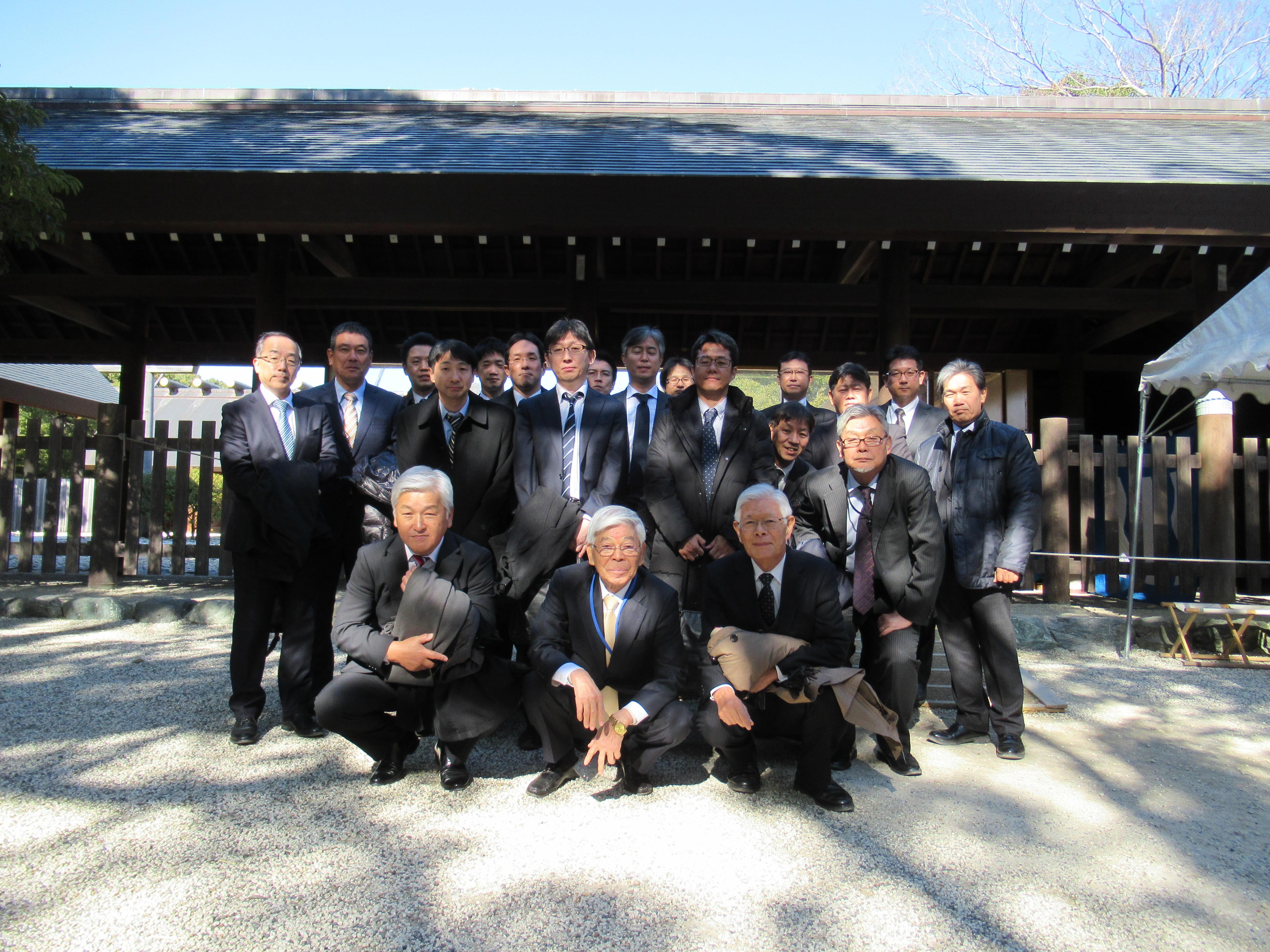 熱田神宮にて会社の繁栄と社員の安全祈願